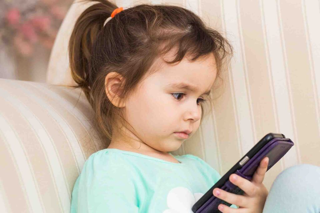 10 Smart Tips to Protect Your Children on Social Networking