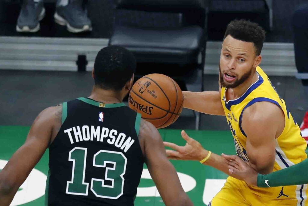 Stephen Curry continues historic run, Warriors continue to find ways to squander him